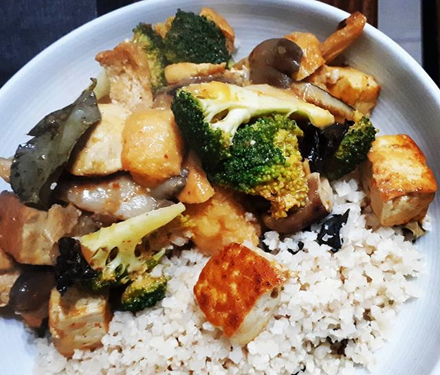#tastytuesday #recipes find my Thai green curry recipe on our site www.m8north.co.uk/blog/thai-green-curry/ #thaifood #thaicurry #homemade #veganfood #veganuary #motive8north #tofu #cauliflowerrice